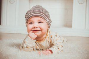 neonati a quanti mesi gattonano