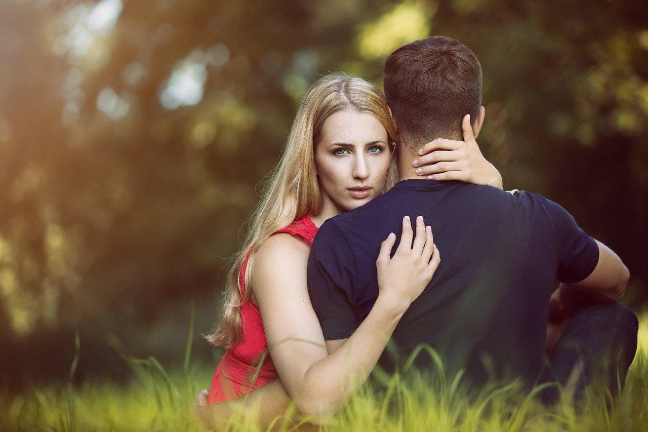Come gestire un rapporto con l'amante senza farsi scoprire?
